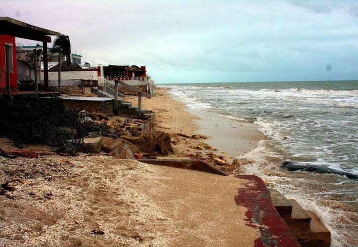 En puertos como Chelem y Chuburná la pérdida de playa es preocupante. (José Acosta/SIPSE)