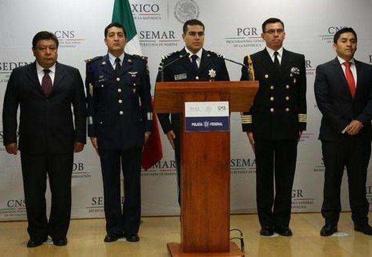 El comisario informó sobre la detención de 15 integrantes de una banda violenta de secuestradores ligada al homicidio de un funcionario de Tlaxcala y de un líder de comerciantes. (CNS)