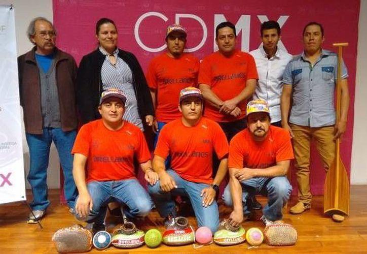 En imagen, los atletas capitalinos que participarán este viernes en los Primeros Juegos Mundiales de los Pueblos Indígenas en las disciplinas de remo y pelota mixteca.(maspormas.com)