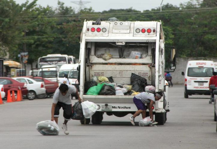 Barrera Concha dejó en claro que no habrá aumento en las tarifas de recolección de basura este año. (José Acosta/SIPSE)