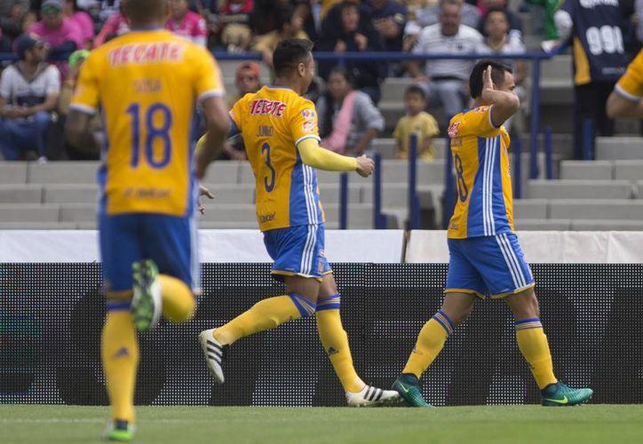 Tigres de la UANL aprovechó la ventaja númerica para derrotar a Pumas de la UNAM con marcador 3-1, en Ciudad Universitaria (Notimex)