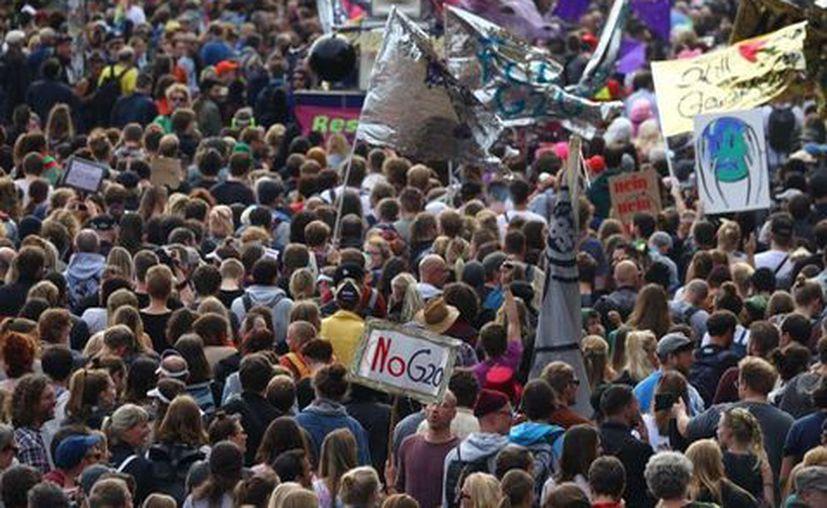 Los participantes en la manifestación contra el G20 fueron sobre todo jóvenes.  (Milenio).
