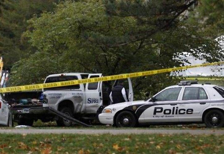 Los agentes localizaron al muchacho que estaba dando vueltas alrededor de la Universidad de Iowa. (news.com.au)