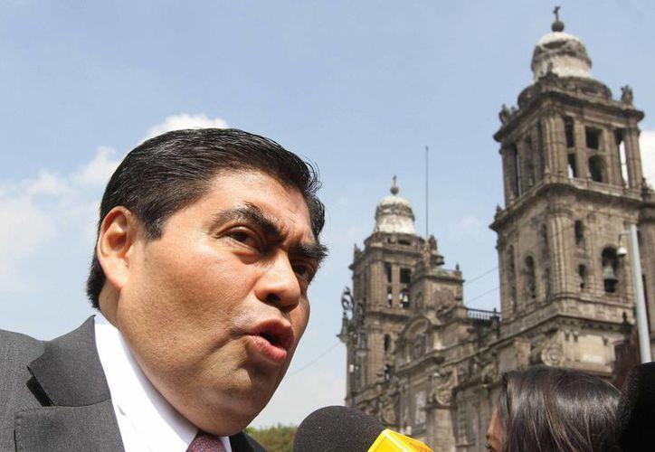 El presidente del Senado, Miguel Barbosa, reiteró que la relación entre los poderes Legislativo y Ejecutivo es cordial y de respeto. (Archivo/Notimex)