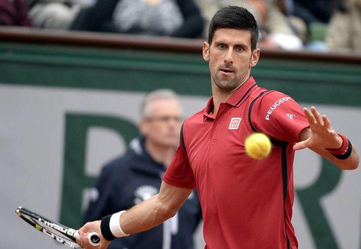 El tenista serbio Novak Djokjovic derrotó este miércoles 7-5 y 7-6(3) al luxemburgués Gilles Muller en Toronto. (EFE)