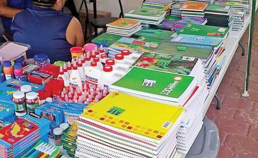 Los descuentos que algunas papelerías ofertan no apoyan a la economía familiar. (Lanrry Parra/SIPSE)