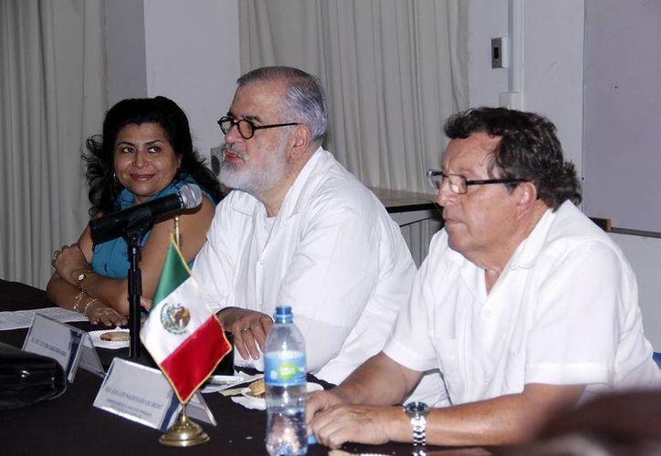 Soberanes Fernández sostuvo una reunión con estudiantes de la Facultad de Derecho de la UADY. (SIPSE)