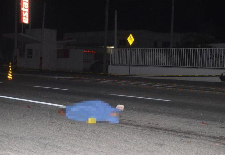La muerte se apareció este sábado en la noche en la vía Mérida-Cancún; el vehículo involucrado escapó del lugar. (Milenio Novedades)