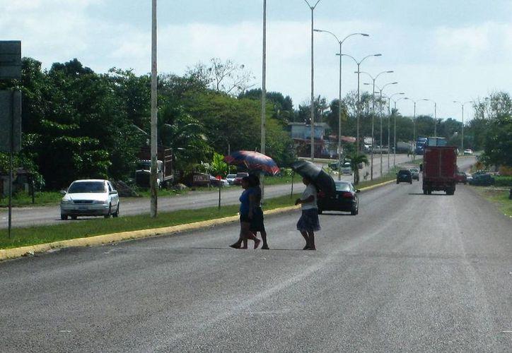 Se ha solicitado la instalación de pasos peatonales pero no se tiene respuesta por parte de las autoridades. (Javier Ortíz/SIPSE)