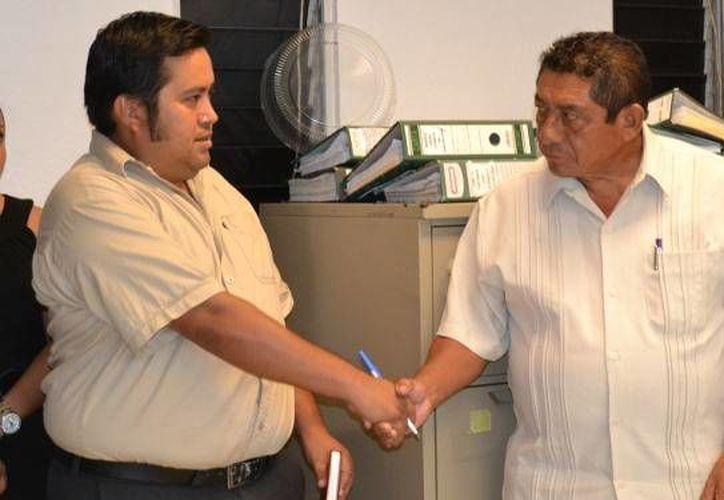 El edil carrilloportense agradeció a Elías López Pérez su disposición para tomar el nuevo puesto. (Redacción/SIPSE)