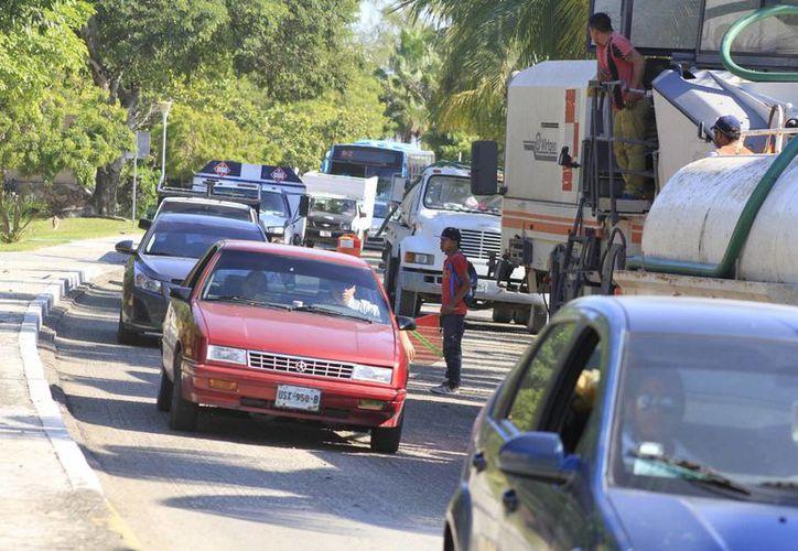 El cierre de dicha vialidad provocó largas filas de vehículos. (Sergio Orozco/SIPSE)