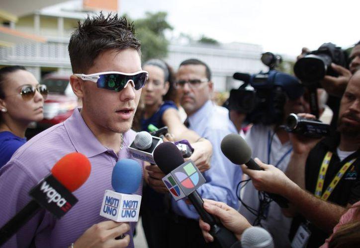 El hijo de Héctor 'Macho' Camacho habla con la prensa a su llegada a Puerto Rico. (Foto: Agencias)