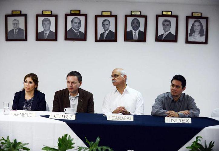 Los empresarios yucatecos escucharon las ventajas que se ofrecen para invertir en el Caribe. (Milenio Novedades)