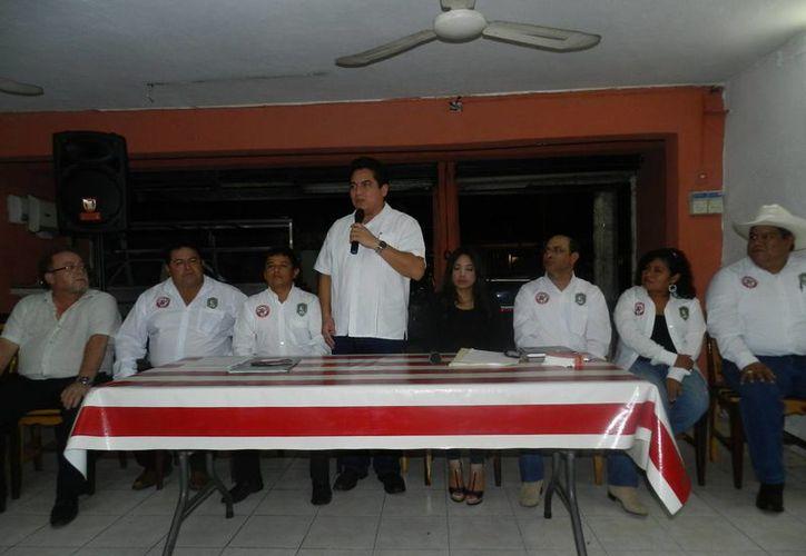 Carlos Pavón Flores en reunión con la Federación Agronómica de Yucatán. (SIPSE)