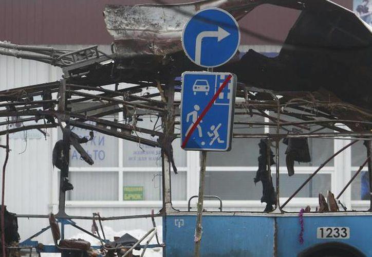 El terrorismo ha puesto en jaque a las autoridades de Rusia: hoy fueron hallados 5 cadáveres, junto a material explosivo. La foto corresponde al atentado en Volgogrado, en diciembre pasado. (Archivo/Agencias)