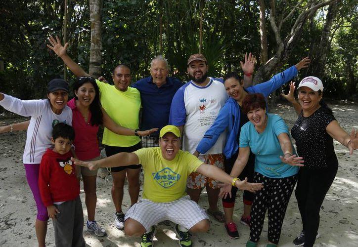 Cada domingo, un grupo de personas se reúne en el parque Kabah de 9 a 10 horas, para realizar la actividad. (Tomás Álvarez/SIPSE)
