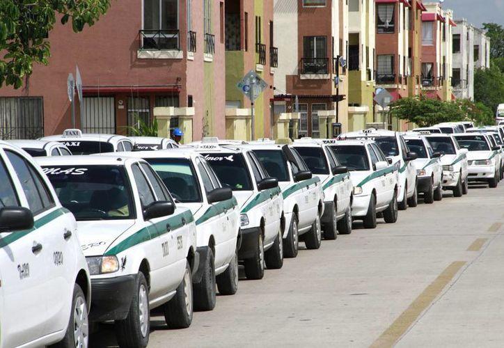 Taxistas de Quintana Roo contemplan para la próxima semana otra manifestación pacífica. (Redacción)