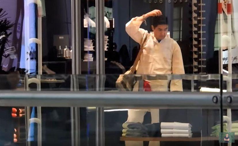 El 'indígena' fue detenido antes de salir de la tienda. (Internet)