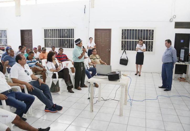 Ayer se realizó una reunión de pescadores en Puerto Morelos. (Israel Leal/SIPSE)