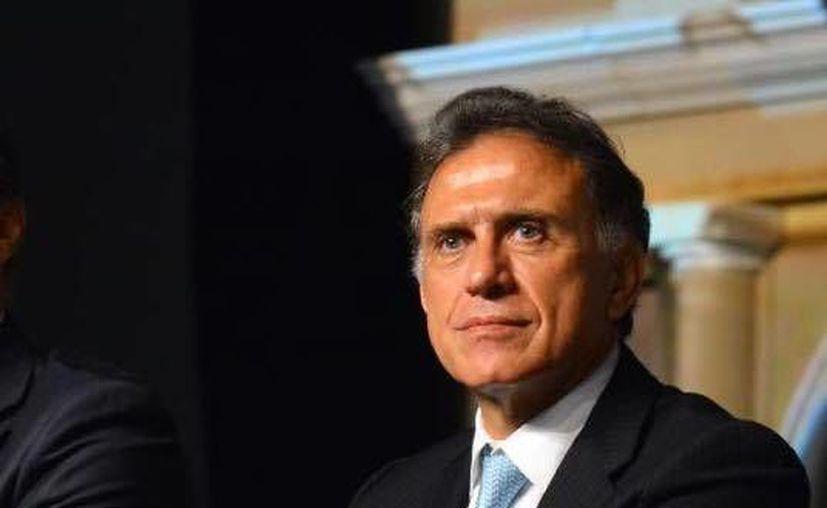 El gobernador Yunes firmó dos decretos con los cuales condonó impuestos y multas vehiculares a los veracruzanos. (Facebook/Miguel Ángel Yunes Linares)