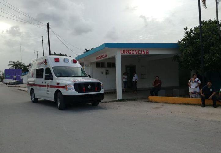 La mujer fue trasladada al Hospital General por paramédicos, para su pronta atención. (SIPSE)