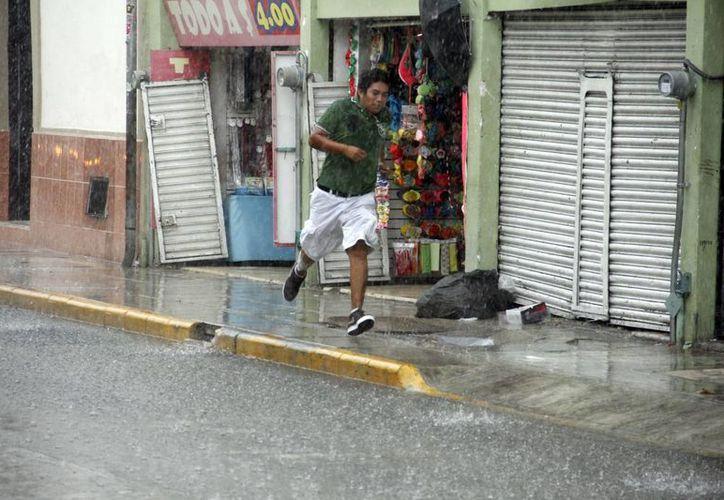 Varios meridanos describieron la lluvia como un diluvio. (Juan Albornoz/SIPSE)