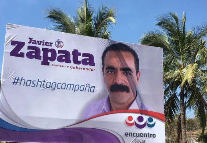El espectacular de Francisco Javier Zapata, candidato a gobernador del Estado de Nayarit, se viralizó por un error en su #HashtagCampaña. (Twitter)