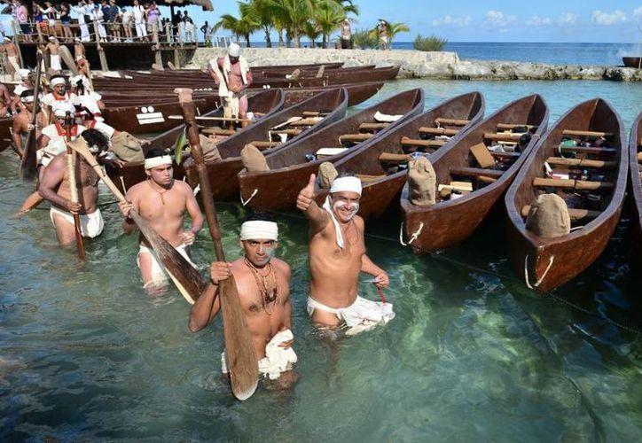 Los navegantes llegaron desde Tankah, Xaman-Há, Xel-Há y Akumal, para retornar a Xcaret con Zamná. (Gustavo Villegas/SIPSE)