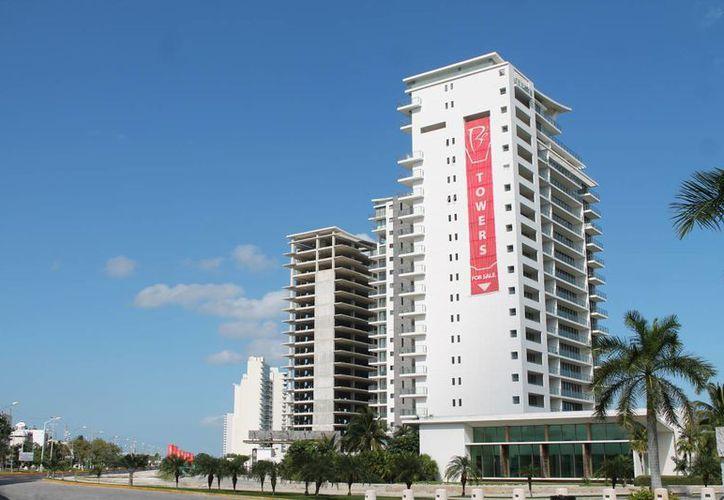 El documento que se revocó permitía una densidad de 63 mil cuartos en la zona hotelera para los próximos 15 años, que ocasionaría que se invirtieran 30 mil millones de pesos. (Francisco Gálvez/SIPSE)