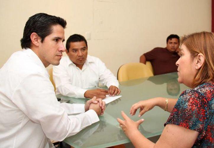 El alcalde y la delegada de la Semarnat durante una reunión. (Redacción/SIPSE)