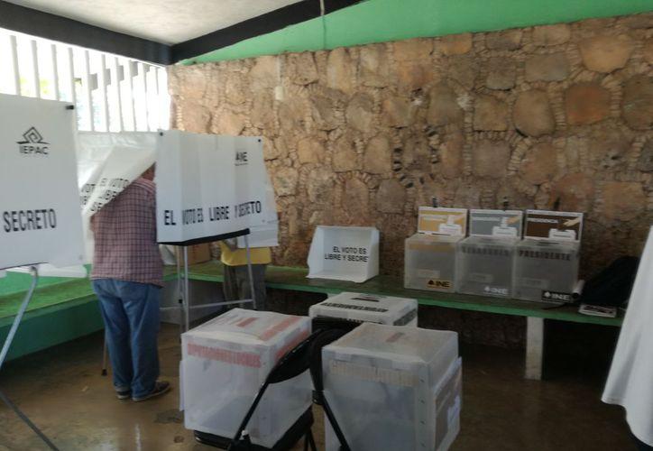 Hoy los ciudadanos esperan que se abran sus casillas para emitir su voto. (Redacción)