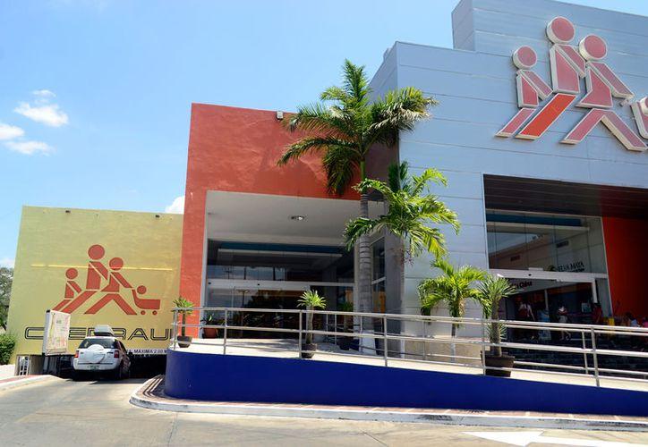 Chedraui Montejo, supermercado que marcó el rompimiento de un mercado dominado por firmas locales en el ramo, cierra sus puertas. (Daniel Sandoval/SIPSE)