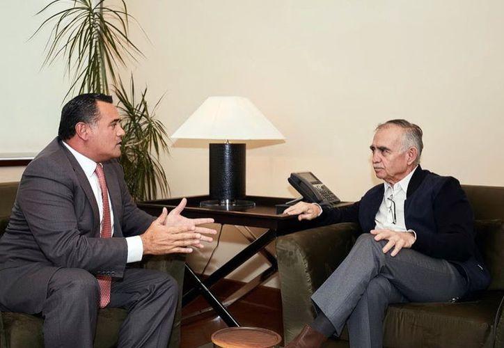 Renán Barrera Concha y Alfonso Romo. (Novedades Yucatán)