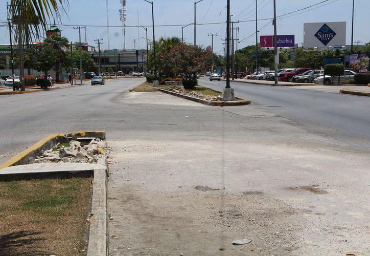 En el cruce de las avenidas Tankah con Xcaret, fue disminuido el espacio que había entre las dos guarniciones. (Pamela Chiomante)