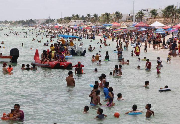 El turismo social en Yucatán promueve viajes a bajo costo para personas de la tercera edad, menores y trabajadores de bajos salarios. Las rutas incluyen playas, cenotes y ruinas mayas. (SIPSE)