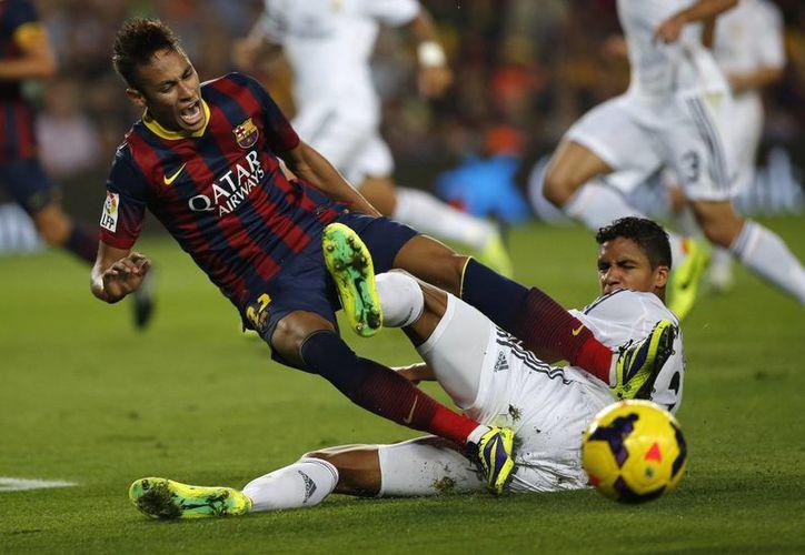 Neymar marcó a los 19 minutos su primer tanto en un Clásico Barcelona-Real Madrid. (Agecnias)