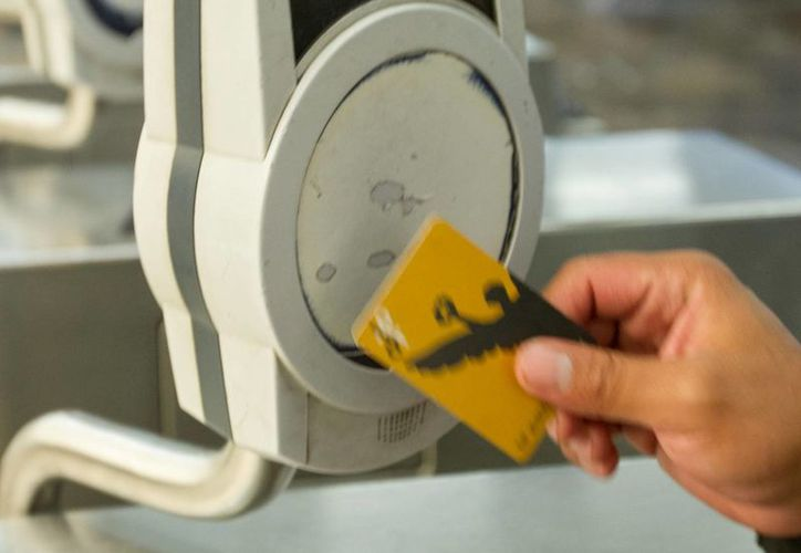 Los stands para solicitar la tarjeta Capital Social se encuentran en cualquiera de las 12 líneas del Metro. (Notimex)