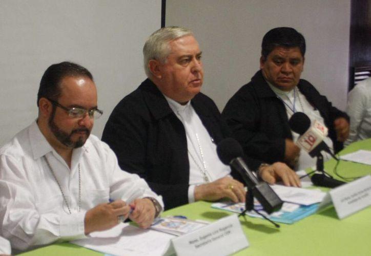 Conferencia donde se informó que los obispos difundirán información sobre el ébola en sus respectivas diócesis. (Milenio Novedades)