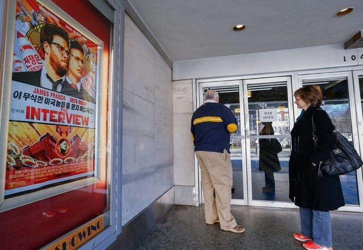 Imagen de archivo de una sala de cine donde se proyectó la película 'The Interview', en Atlanta, Georgia. La película no tendrá espacio en el Festival Internacional de Cine La Berlinale, se anunció este viernes. (Efe)