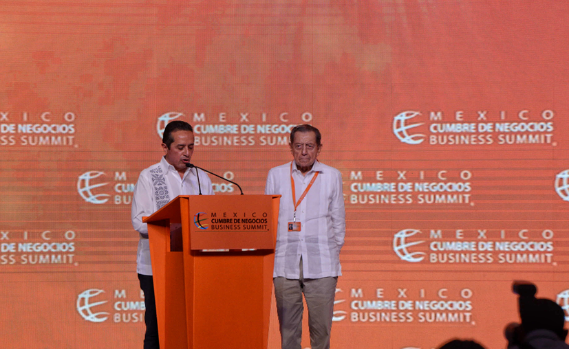 el gobernador dio la bienvenida a líderes empresariales de todo el mundo que se reúnen en Cancún, del 20 al 22 de octubre, para reflexionar sobre los nuevos retos en materia de inversión. (Karim Moisés/SIPSE)
