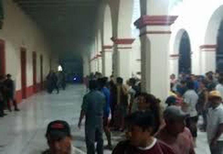 En semanas previas ciudadanos de Teabo llevaron a cabo protestas en el Ayuntamiento. (Archivo/Milenio Novedades)
