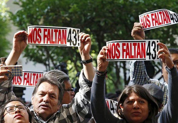 Los familiares de los estudiantes han expresado sus dudas sobre la investigación. (Reuters)