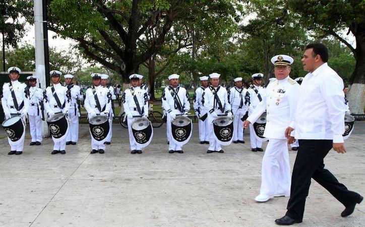 El gobernador Rolando Zapata Bello encabezó la ceremonia conmemorativa. (SIPSE)