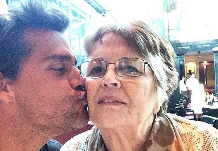 El actor Cristian de la Fuente con su madre Adriana Sabarots Díaz. (Instagram)
