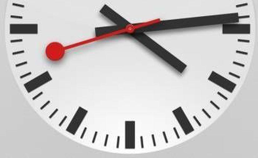 Durante la madrugada del primer domingo de febrero, los quintanarroenses adelantarán una hora sus relojes. (Harold Alcocer/SIPSE)