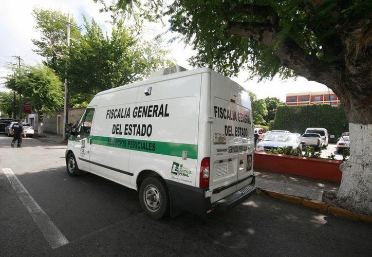 Personal de la FGE llegó al lugar del incidente, en el hotel Holiday Inn de Mérida. (Jorge Sosa/SIPSE)