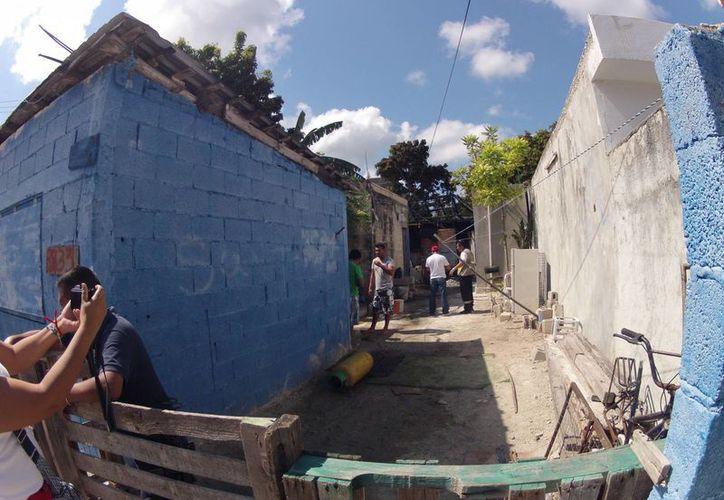 En el interior de la choza ocurrió el fatal accidente. (Juan Estrada/SIPSE)