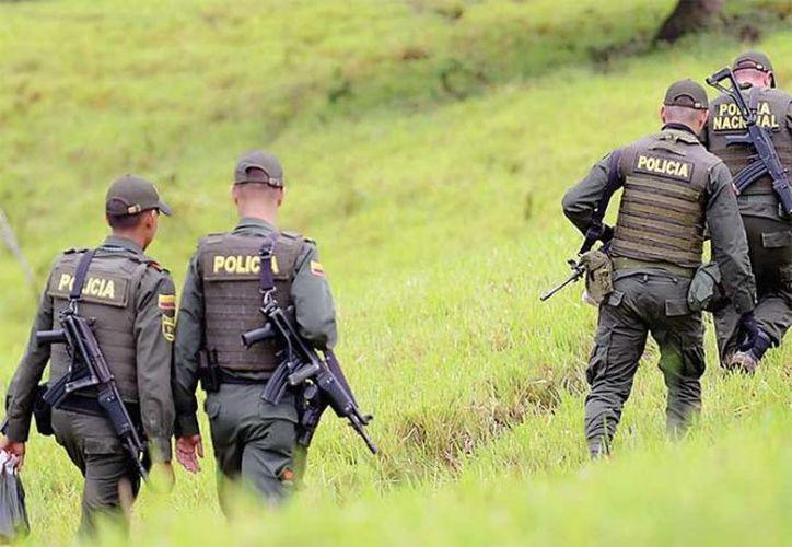 Elementos de la policía investigan el acto terrorista. (excelsior.com)