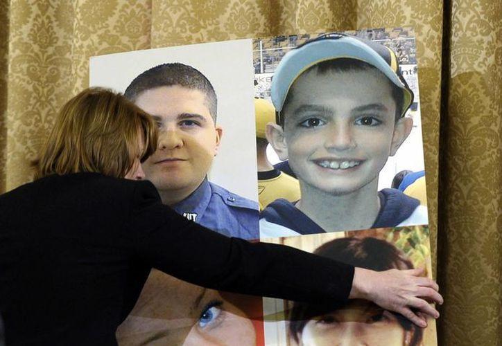 En la sala donde se llevan al cabo las audiencias para evaluar la reacción del Gobierno ante las explosiones en el maratón de Boston se colocaron fotos de las víctimas mortales del atentado. (Agencias)