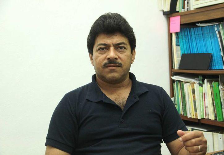 Javier Orlando Mijangos Cortés, investigador del CICY, es uno de los impulsores del proyecto para aumentar la producción de maíz en Yucatán. (Milenio Novedades)